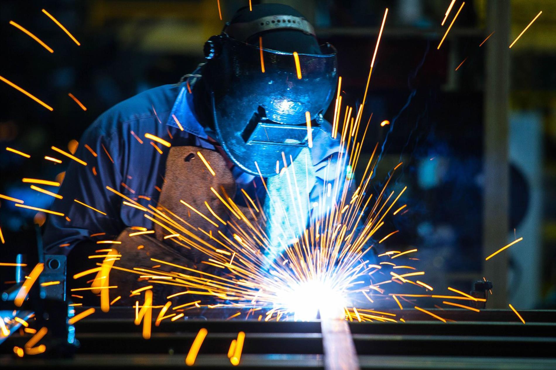 درباره جوشکاری و روش های انجام جوشکاری بیشتر بدانیم - گروه صنعتی ایران فلز