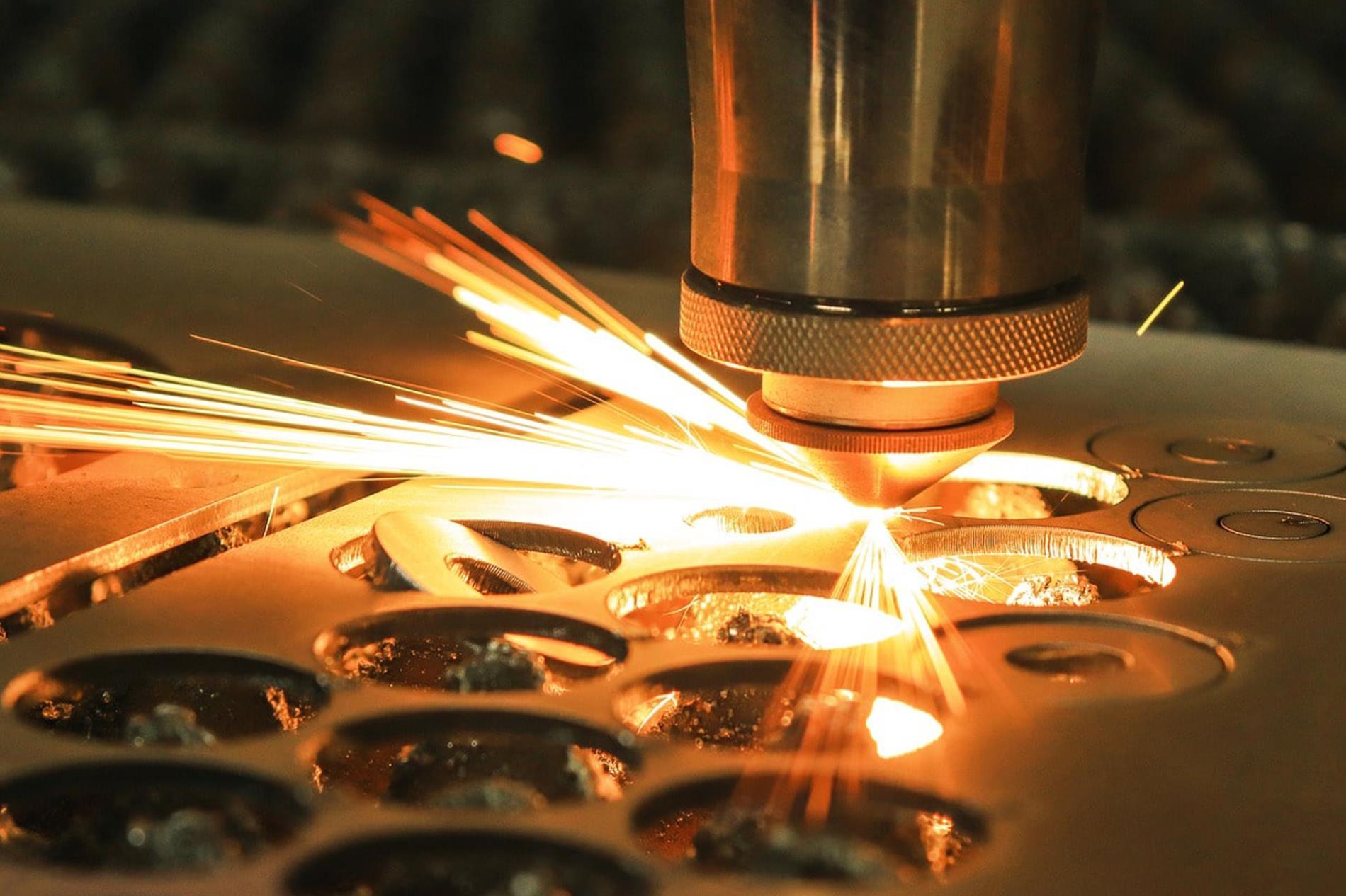 برش لیزری بر روی انواع مواد قابل اجرا است - گروه صنعتی ایران فلز