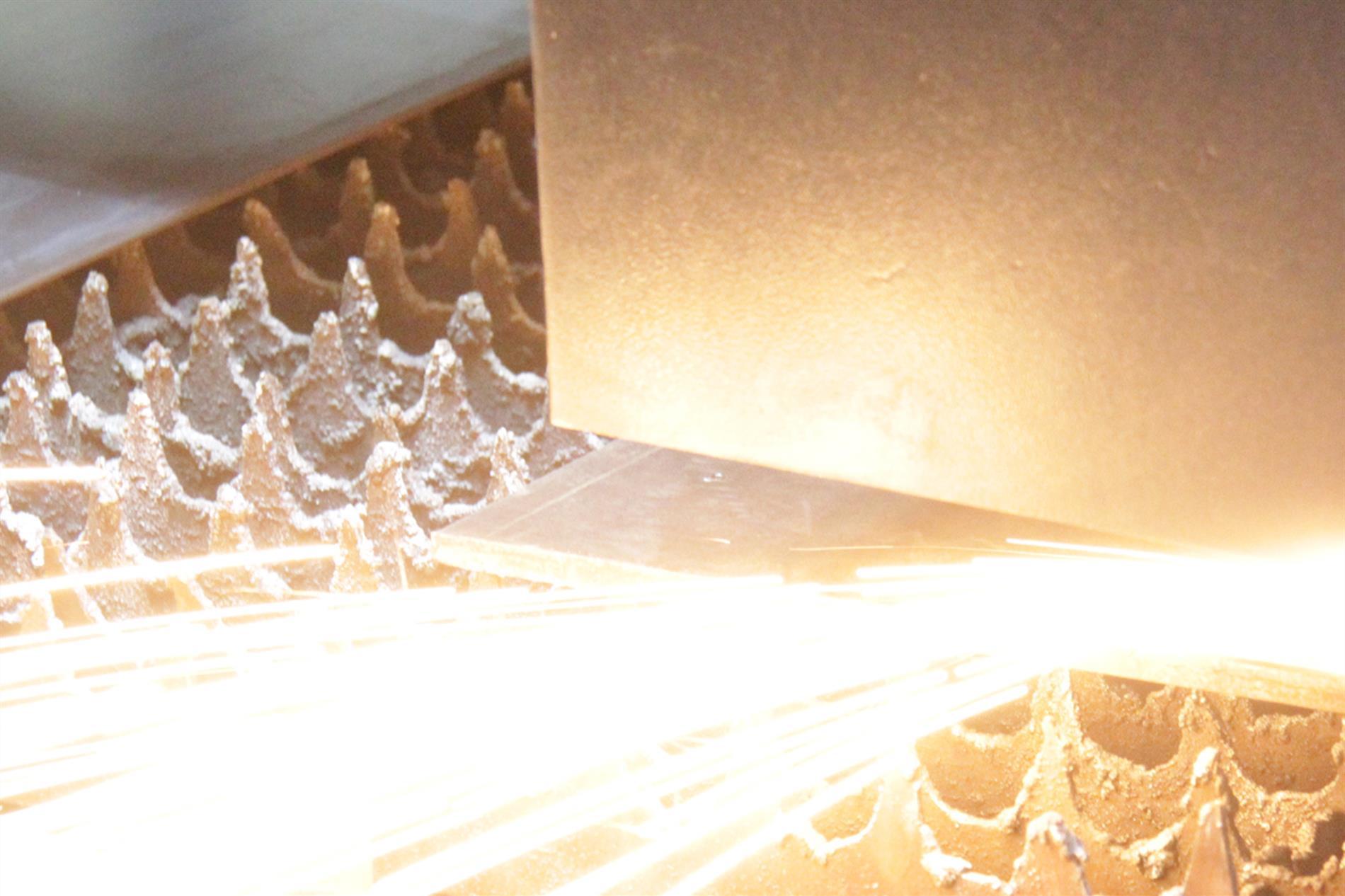 نکاتی که در برش لیزر باید مورد توجه قرار بگیرد به اختصار به شرح زیر می باشد - گروه صنعتی ایران فلز